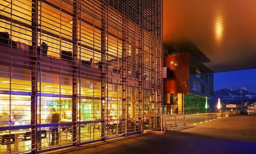 Концертный зал культурного центра Люцерна Фото 1